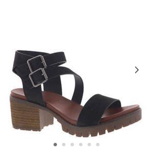MIA LEYNA NEW IN BOX chunky heel